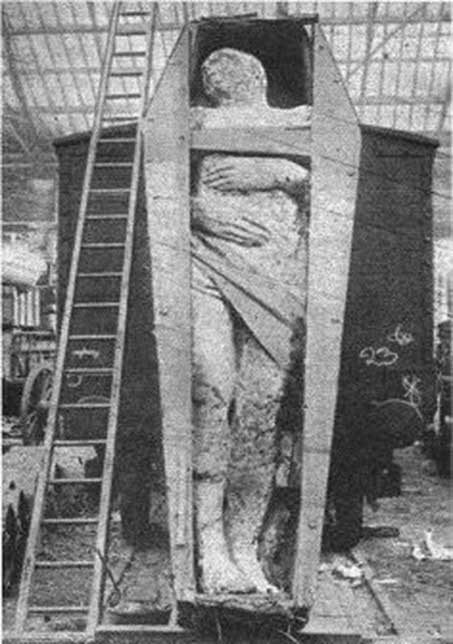 'Fossilized Irish giant' at a London rail depot, which appeared in the December 1895 issue of Strand Magazine. It was 12 ft 2 in (3.71 m) tall, weighed 2 tonnes, and had 6 toes on its right foot. (Public Domain)